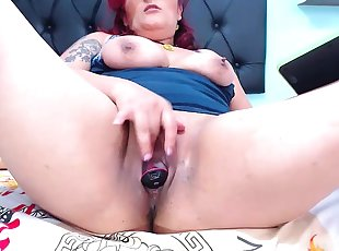 Big bbw milf chrissy fingers and toys pussy