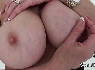 Unfaithful british mature gill ellis flashes her heavy titti
