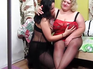 Chubby golden-haired receives her loose slit fisted