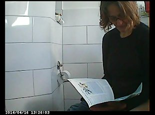 Hidden camera video in a female bathroom with peeing chick